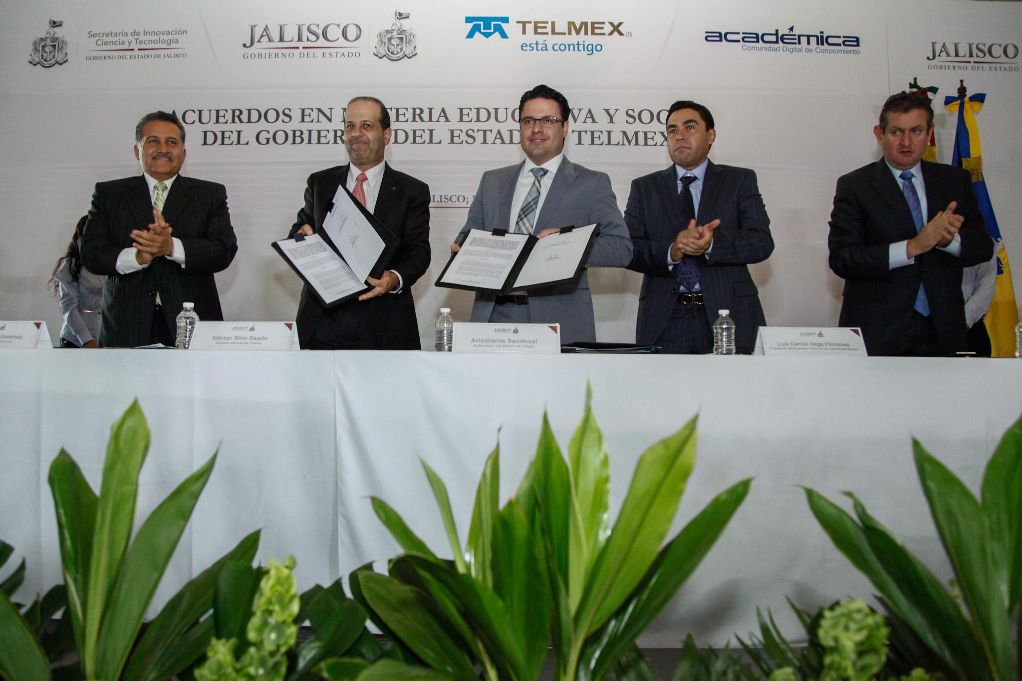Reducir brecha digital, prioridad urgente en Jalisco: Gobernador