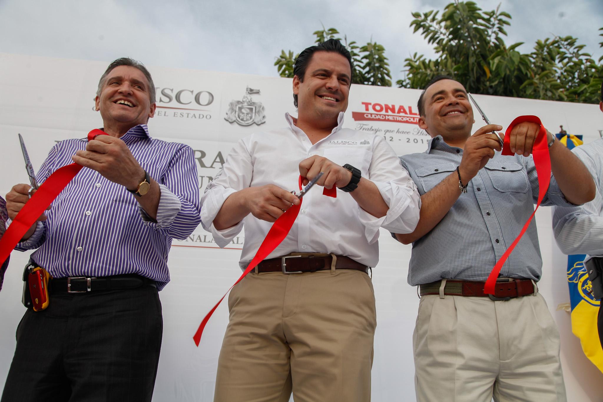 Inaugura Aristóteles Sandoval obras viales en Tonalá