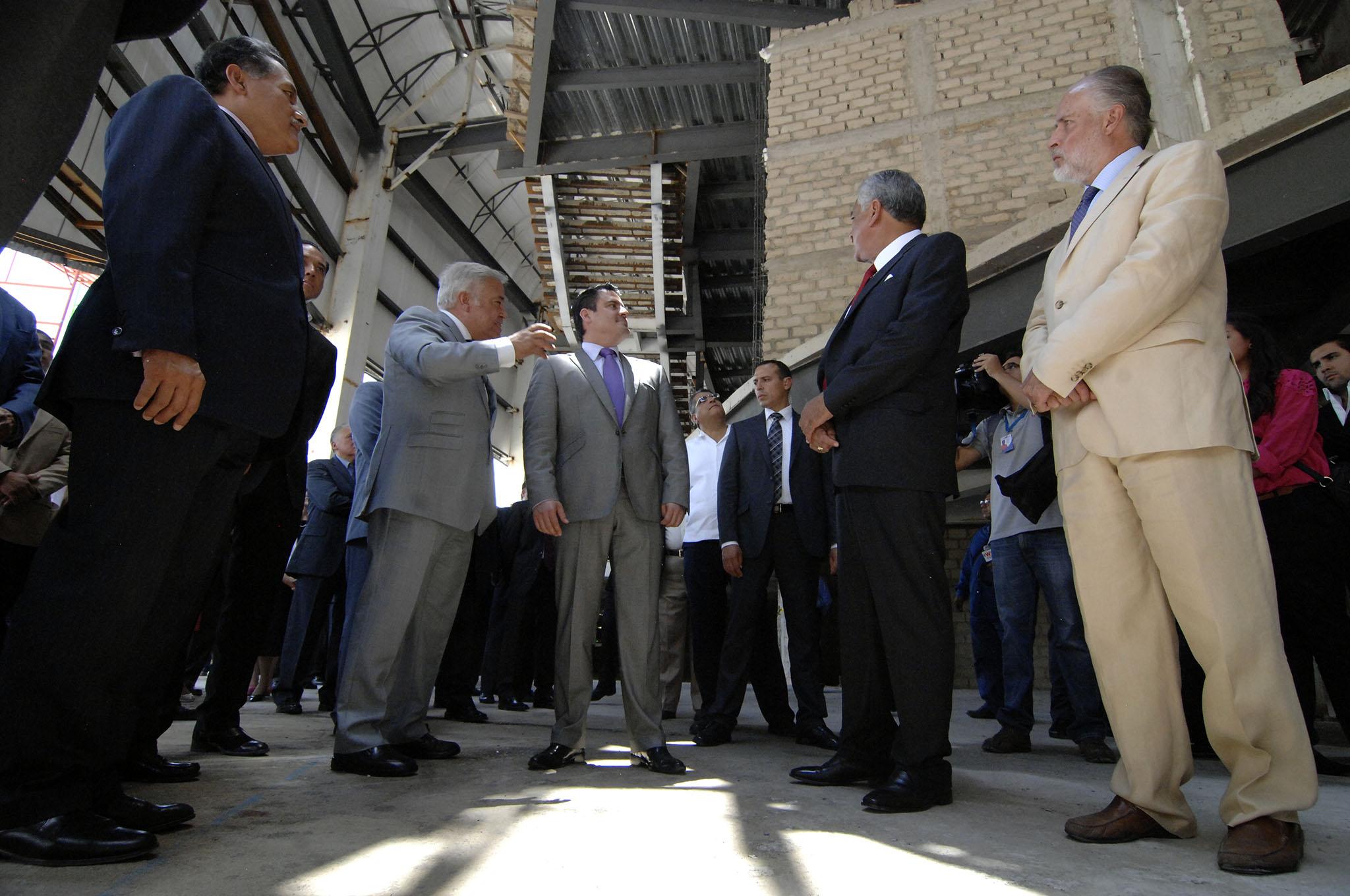 Firma Aristóteles Sandoval convenio de campaña de denuncia ciudadana con la CIRT, delegación Jalisco