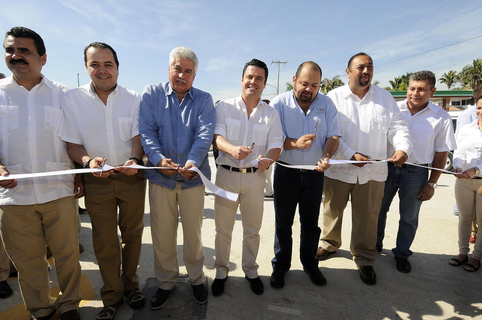 Entrega Gobernador obras hidrosanitarias y de vialidad en Puerto Vallarta