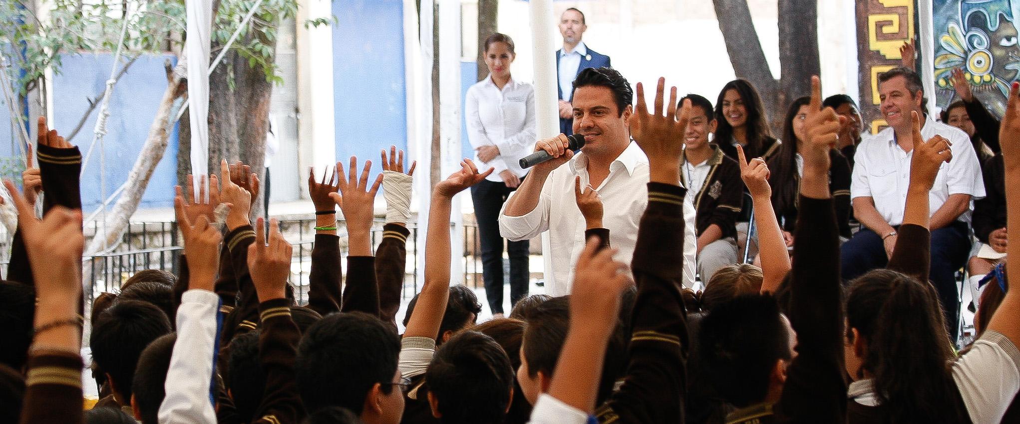 El mandatario estatal informó que para Tlaquepaque, el Programa Escuelas de Calidad consta de una bolsa tripartita de más de ocho millones de pesos para 68 escuelas de secundaria.