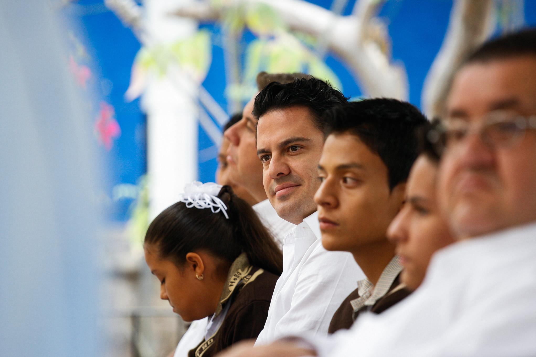 Ante los desafíos que trae consigo la era digital, el Gobierno de Jalisco refrenda su compromiso de apoyar sustancialmente su sistema educativo, lo que incluye la dotación de herramientas tecnológicas a los planteles escolares para optimizar el aprendizaje de los estudiantes, destacó el Gobernador de Jalisco, Jorge Aristóteles Sandoval Díaz.