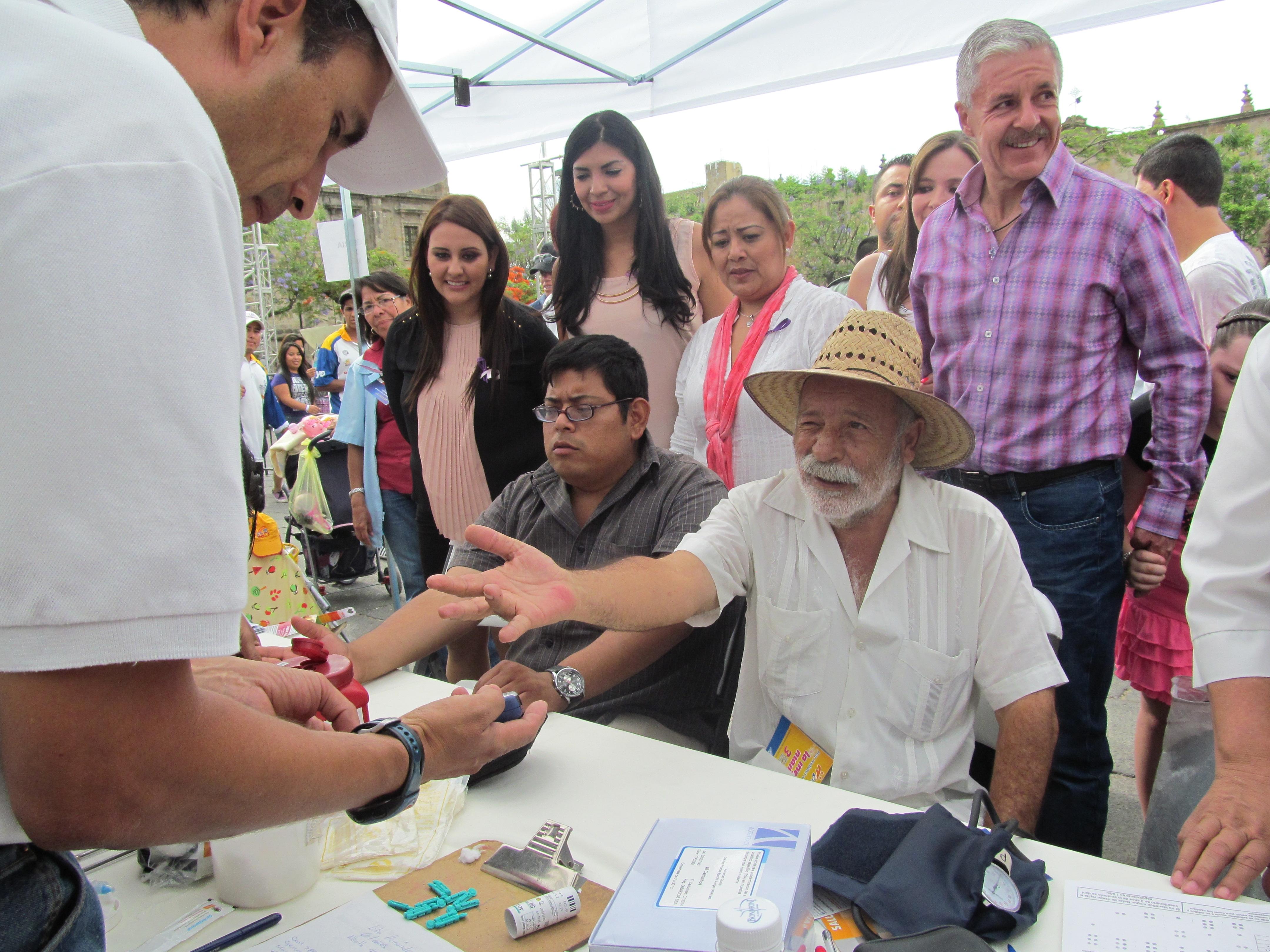 Participa la SSJ en la Feria de la Salud de la Mujer