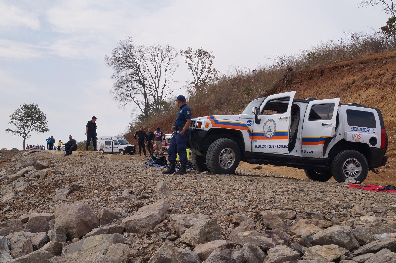 Rescatan elementos de PC Jalisco dos cuerpos en laguna de Tamazula