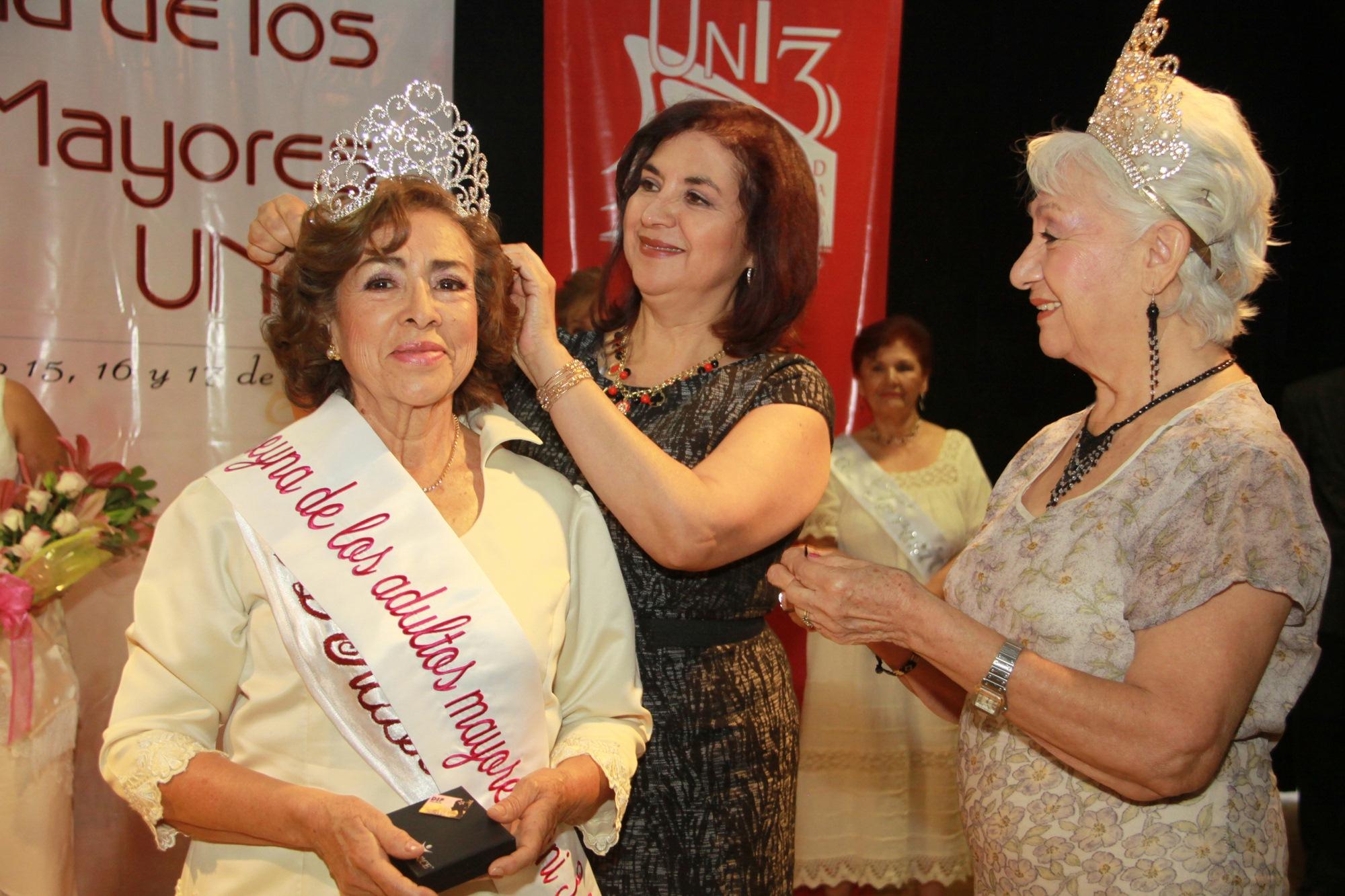 Eligen a Reina de la Tercera Edad UNI 3, 2013