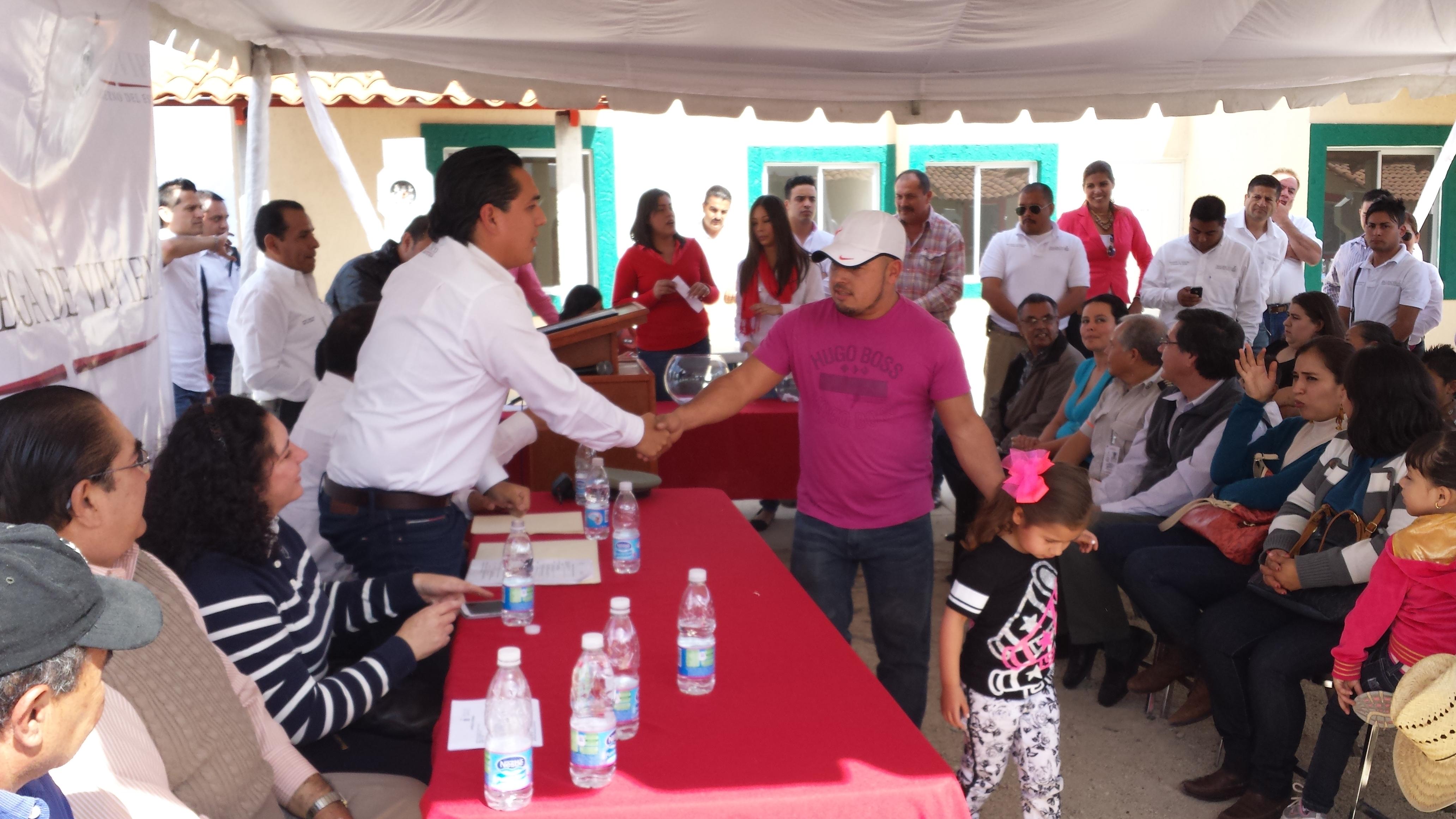 Entrega Gobierno del Estado viviendas a familias afectadas por fenómenos naturales en Amatitán