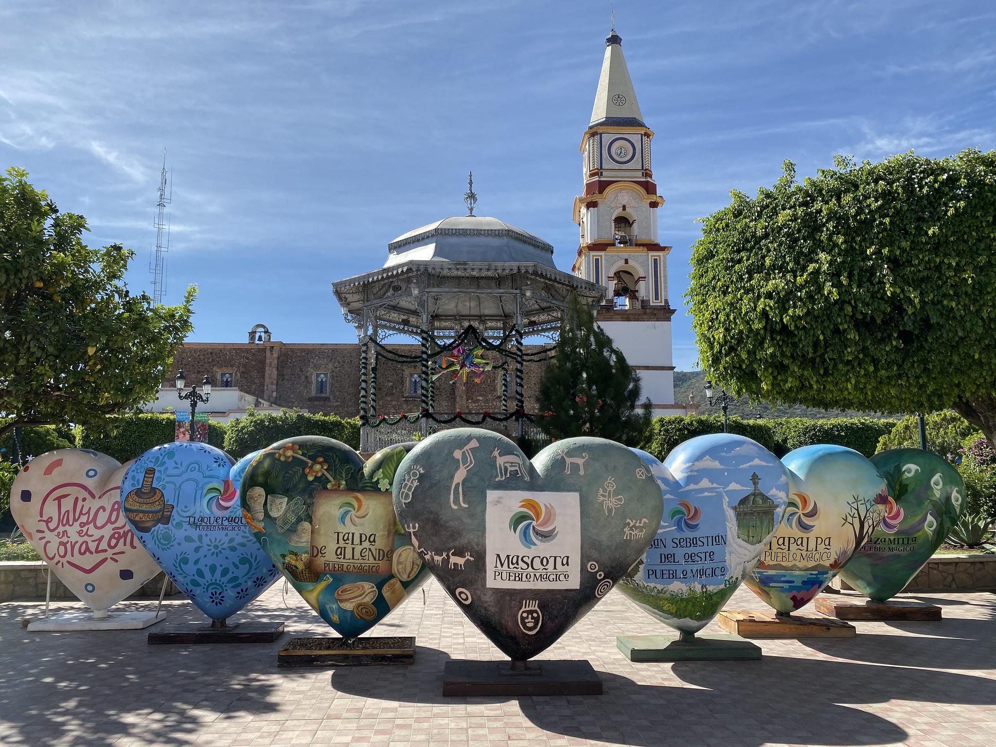 La exposición de corazones de Pueblos Mágicos de Jalisco llegan a Mascota
