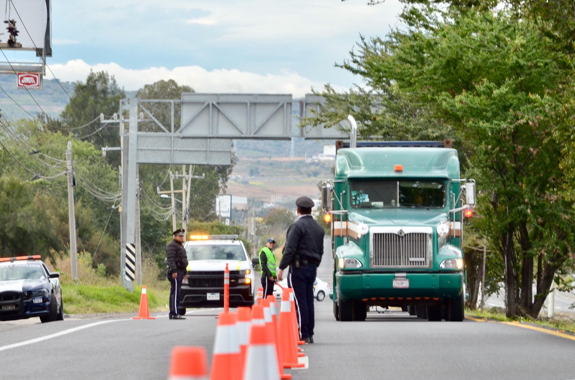 Sin incidentes comenzaron las restricciones de circulación y de horario para el transporte de carga pesada en el AMG