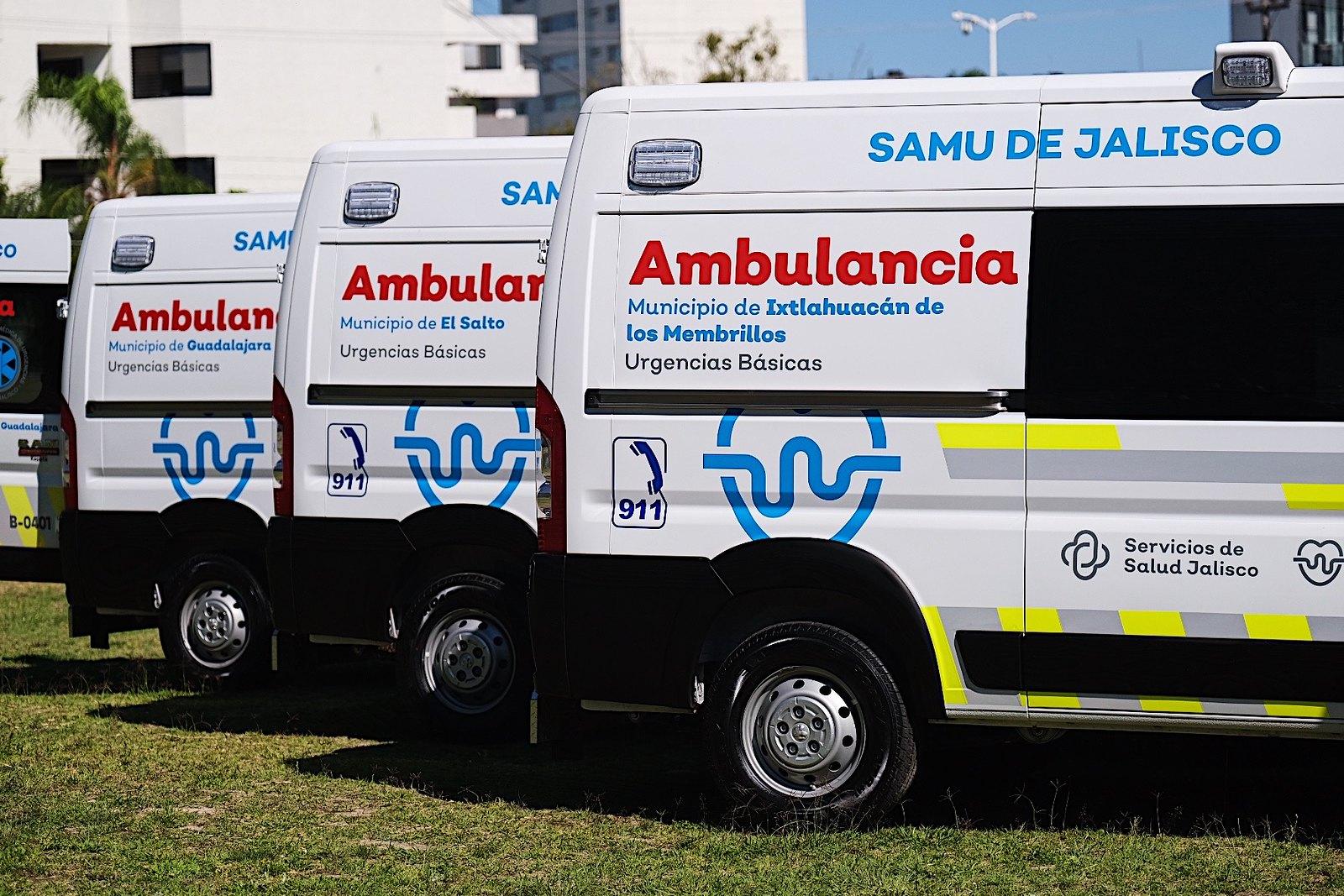 Gobierno de Jalisco entrega 15 ambulancias más
