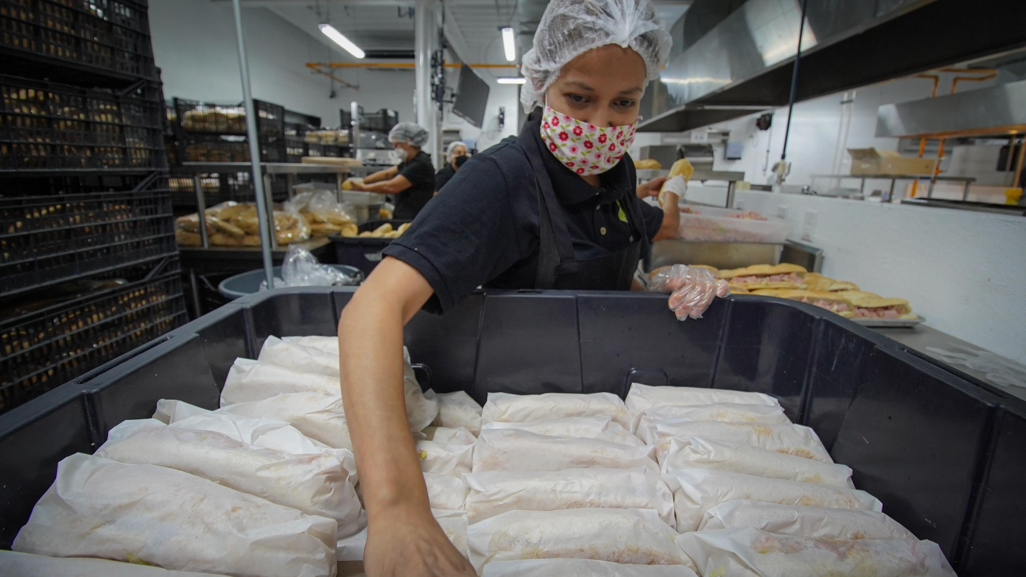 """Ya son más de 323 mil alimentos preparados y más de 17 mil despensas las entregadas a través de la estrategia """"Jalisco Sin Hambre"""""""