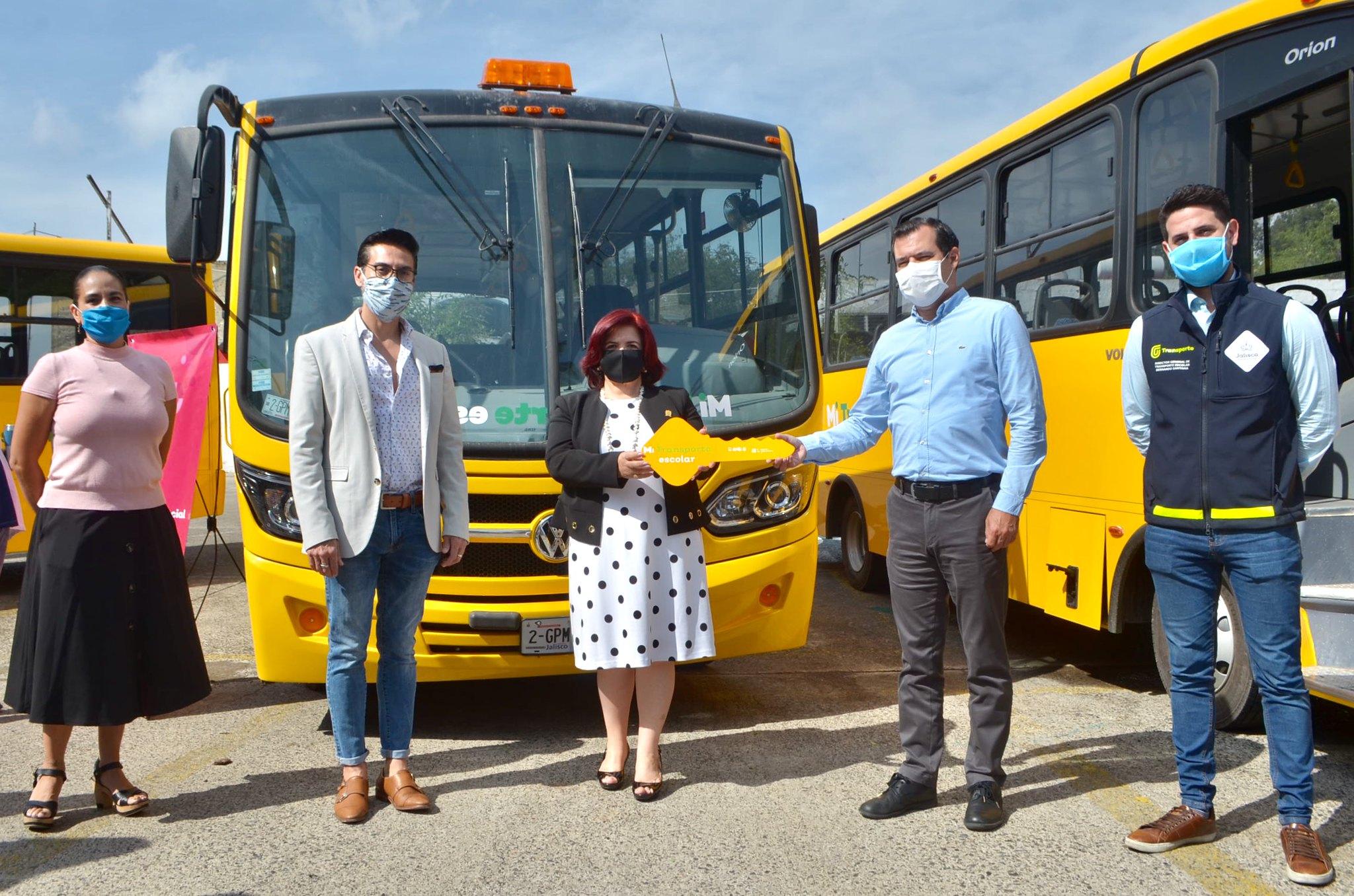Continúa SSAS entrega de camiones Mi Transporte Escolar  a municipios