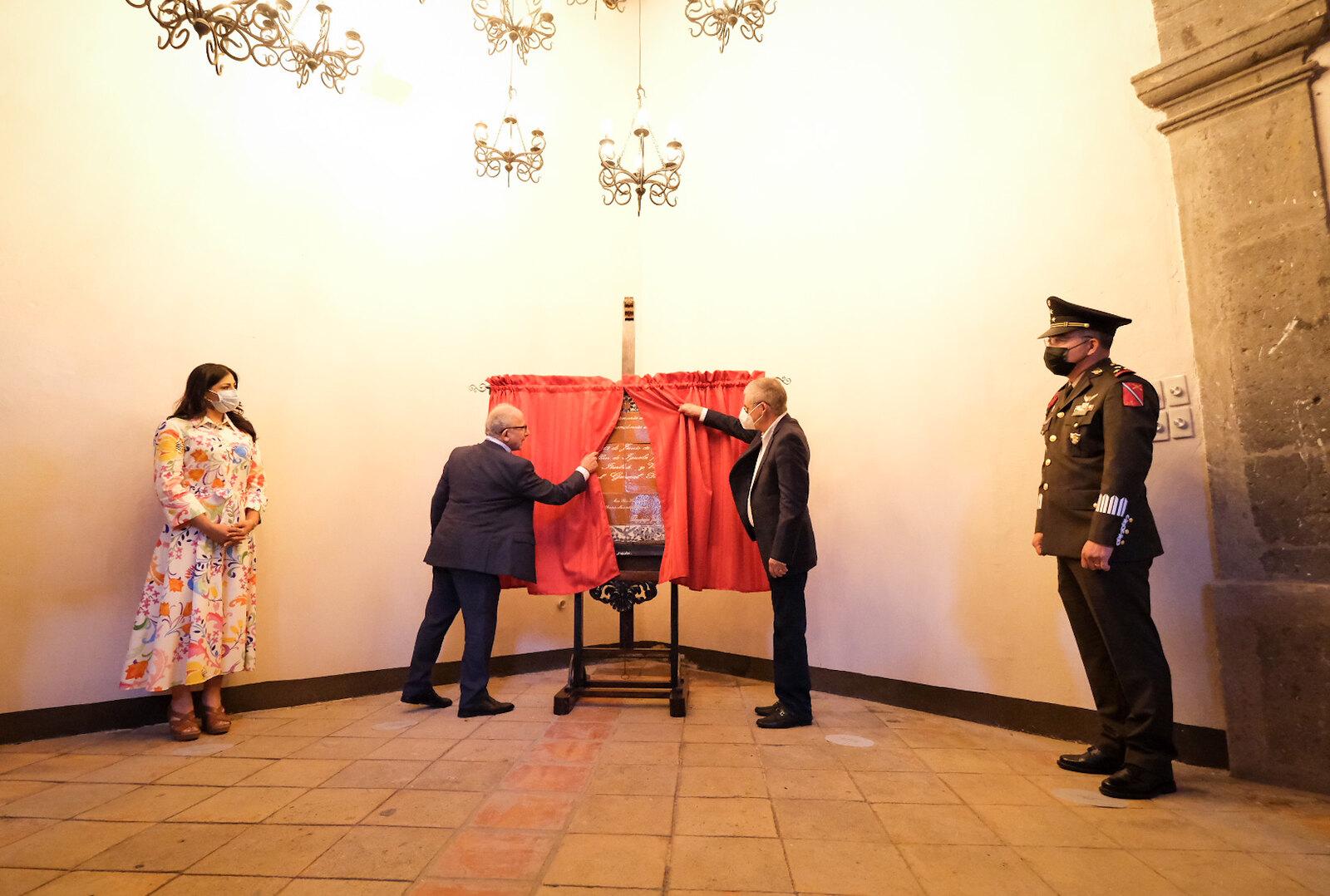 Develan Placa conmemorativa por los 200 años de la proclamada Independencia de la Provincia de Guadalajara de la Corona Española