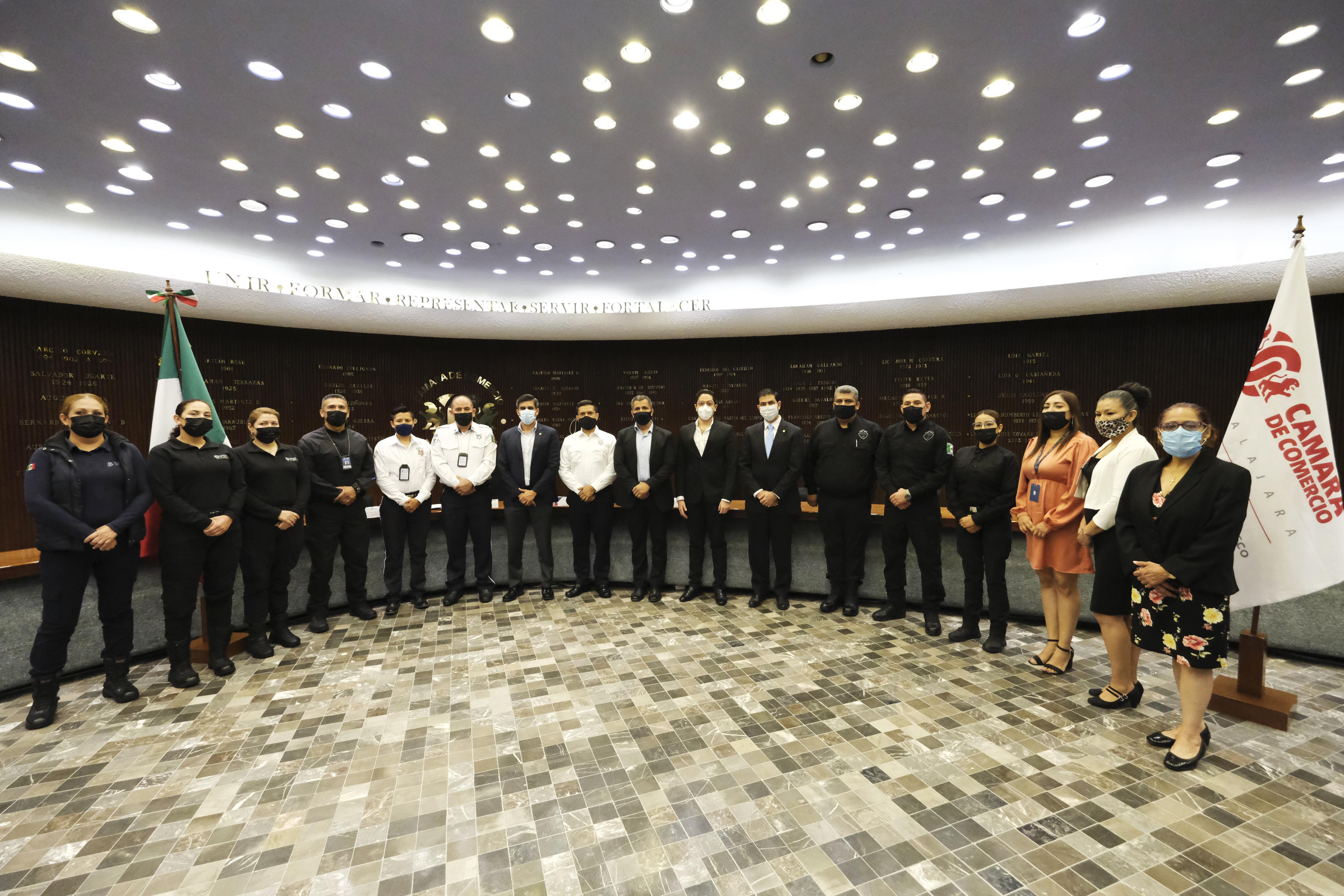 Egresa primera generación de Policías Estatales, Viales y Custodios capacitados por la Cámara de Comercio de Guadalajara