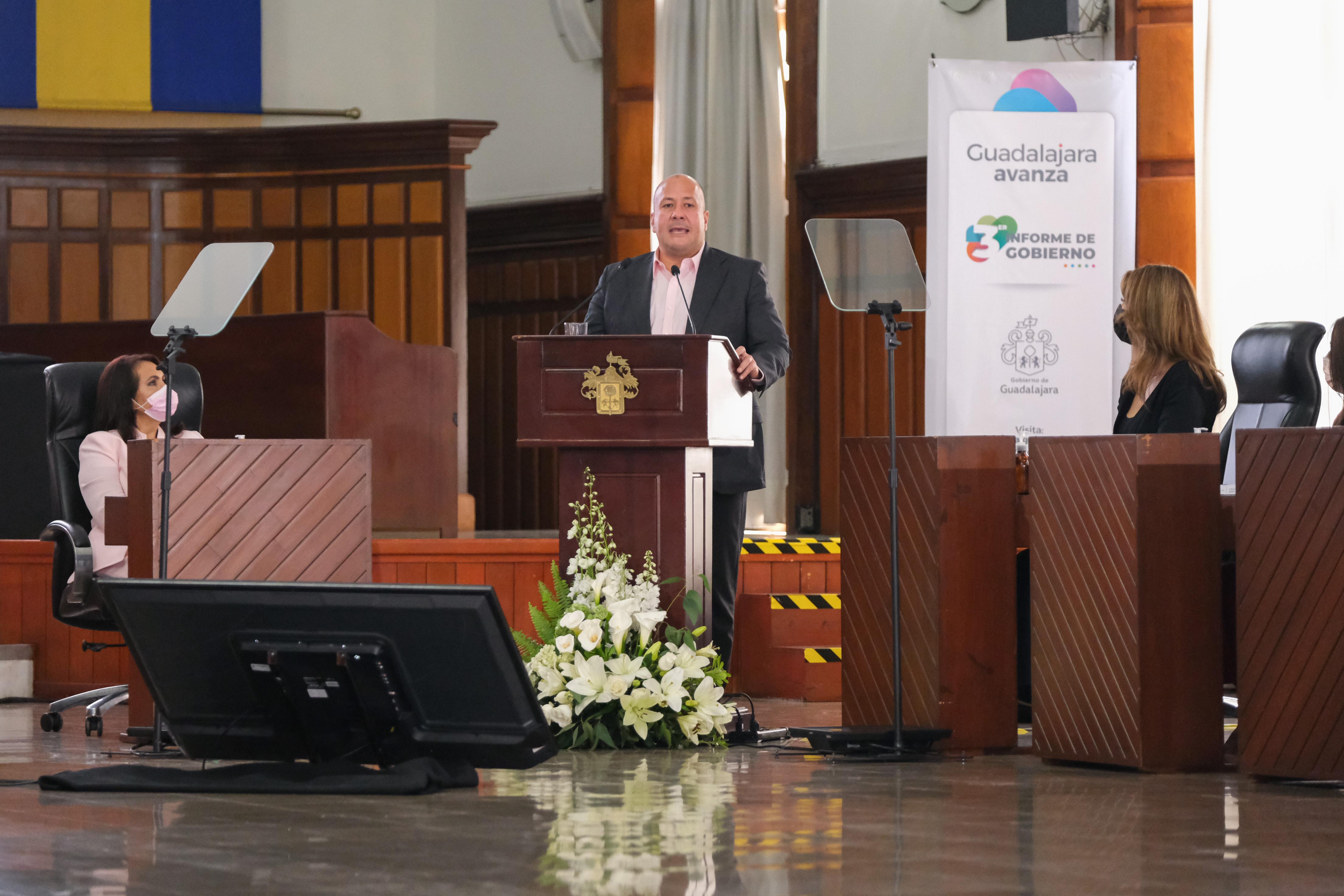 Asiste Enrique Alfaro al 3er informe de Gobierno de Guadalajara; afirma que la capital de Estado tiene rumbo y bases hacia el futuro