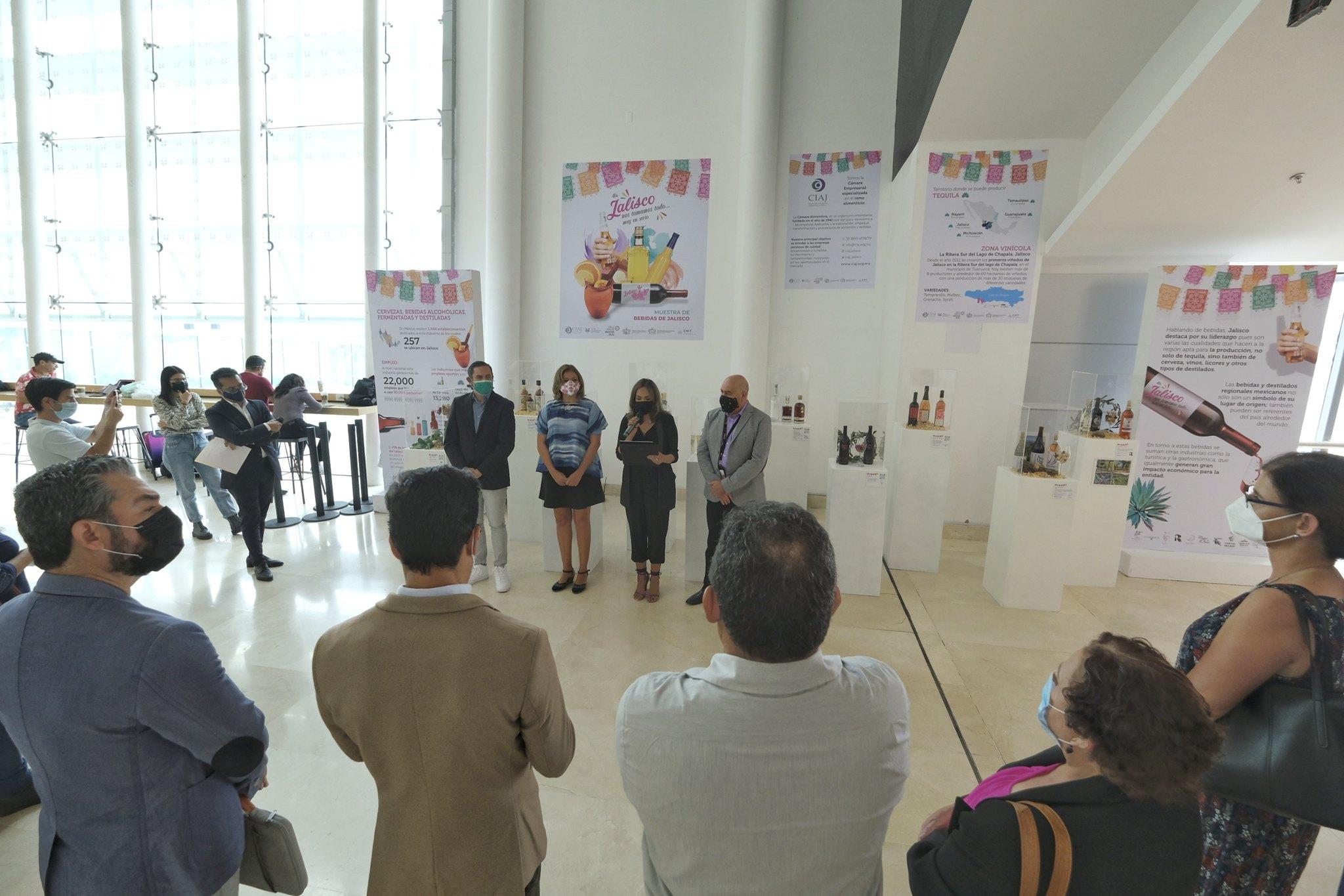 Inauguran en el aeropuerto de Guadalajara la exposición de destilados y bebidas representativas de Jalisco