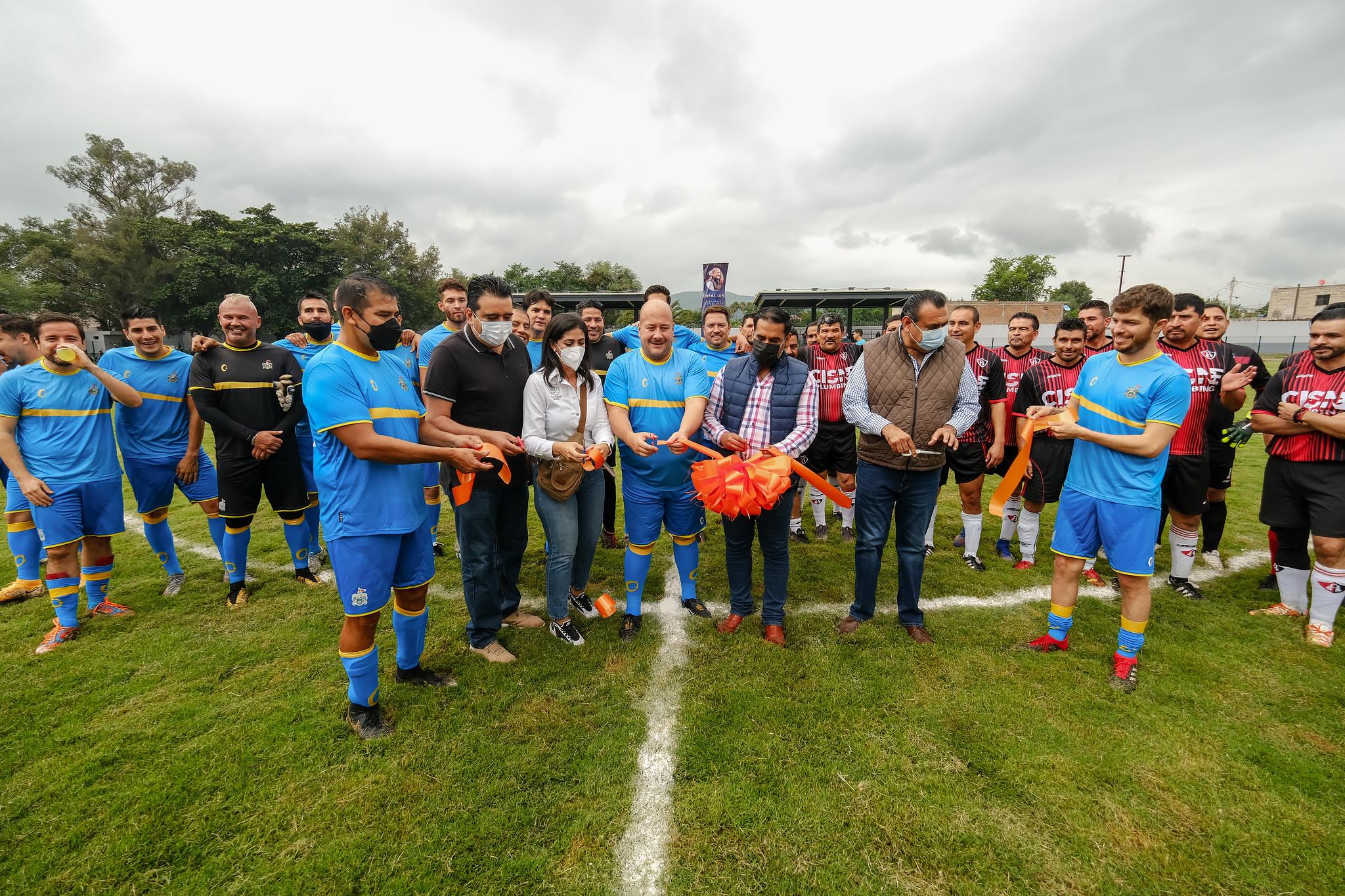 Enrique Alfaro inaugura unidad deportiva en Villa Corona