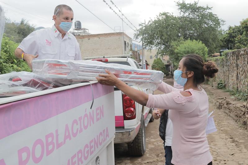 Traslada DIF Jalisco apoyos asistenciales a población afectada por lluvias en Chapala y Jocotepec