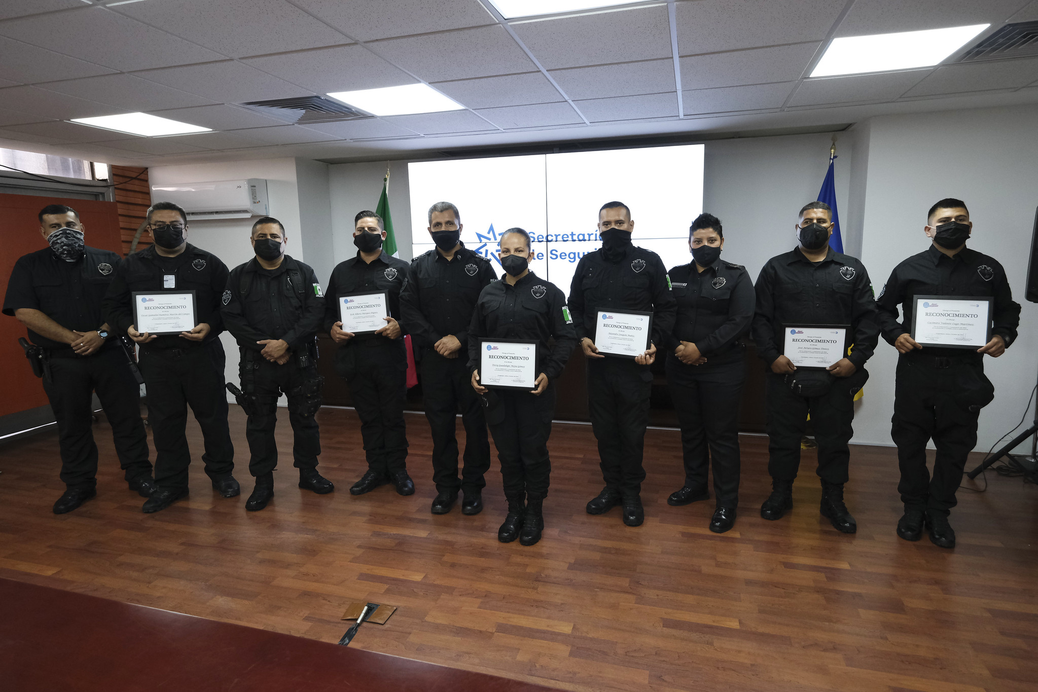 Farmacias Guadalajara reconoce labor de policías estatales