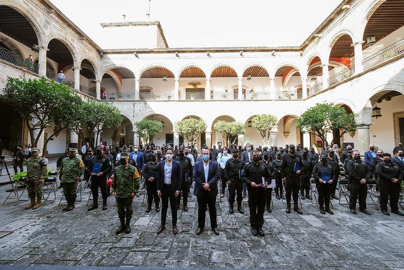 Otorga Enrique Alfaro nombramiento de ascenso a 88 oficiales mujeres y hombres con lo que avanza la dignificación de la carrera policial en el Estado