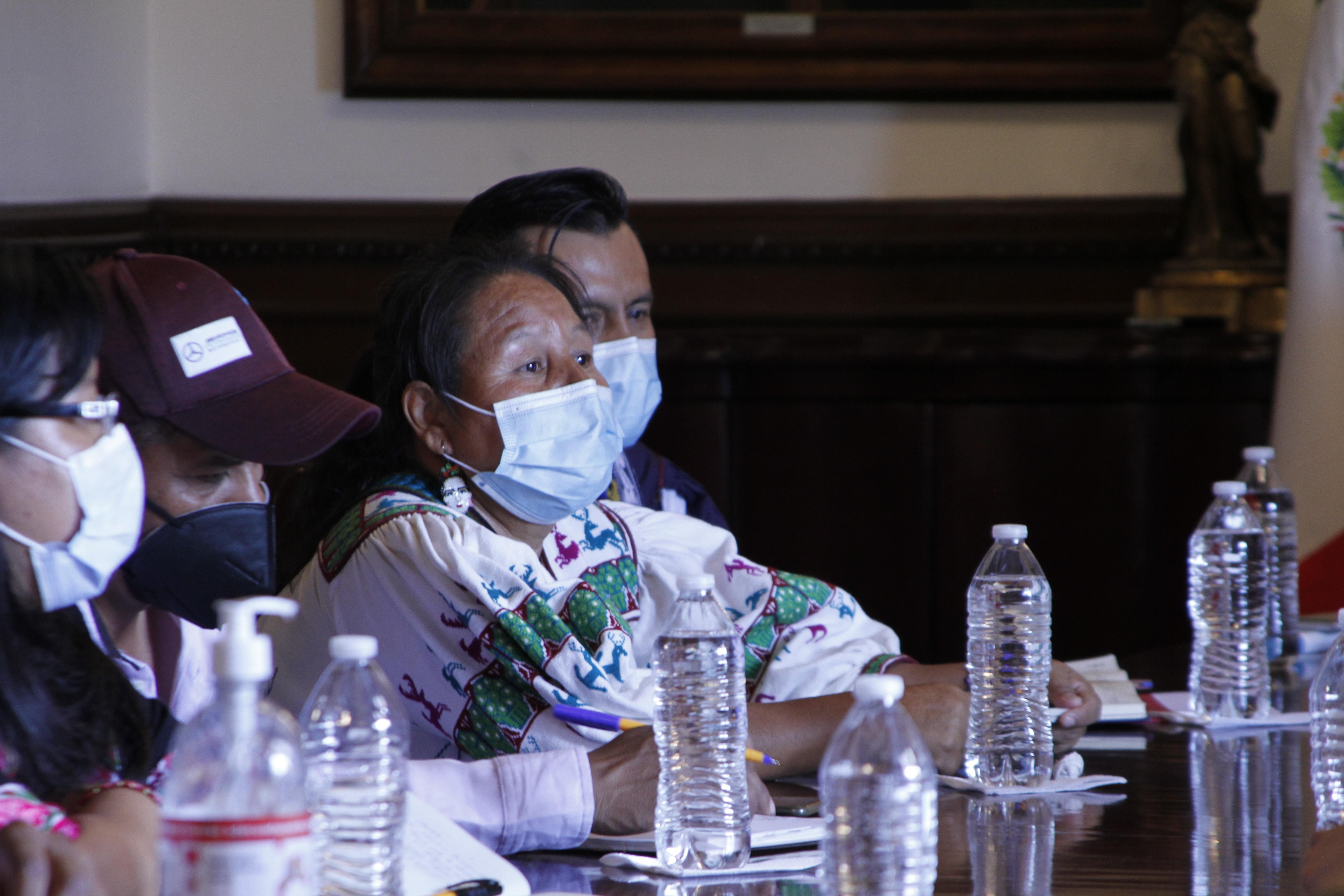 Autoridades estatales sostienen reunión de trabajo con integrantes de la comunidad Wixárica