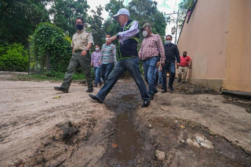 Continúan trabajos coordinados de apoyo en Acatlán de Juárez