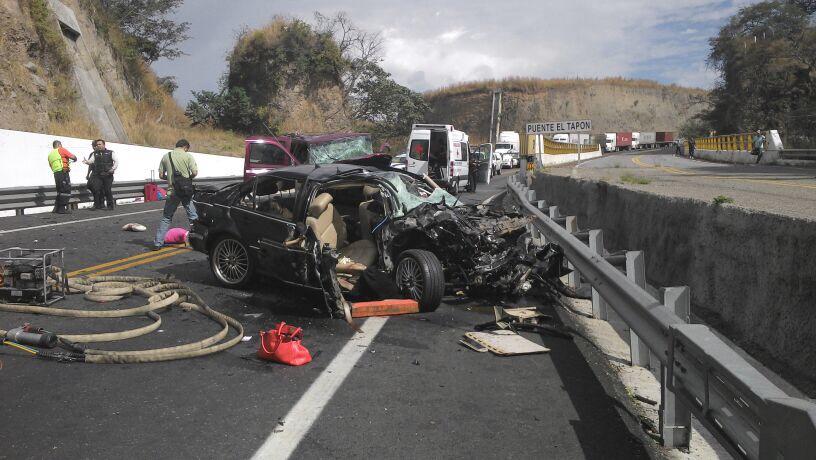 Accidente en autopista Guadalajara-Colima deja tres muertos y seis lesionados