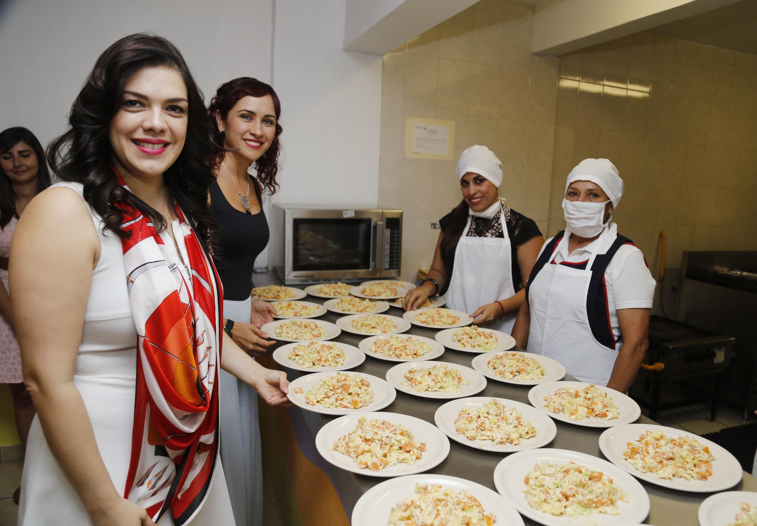 Inaugura dif jalisco comedor comunitario en lomas de for Proyecto de comedor comunitario