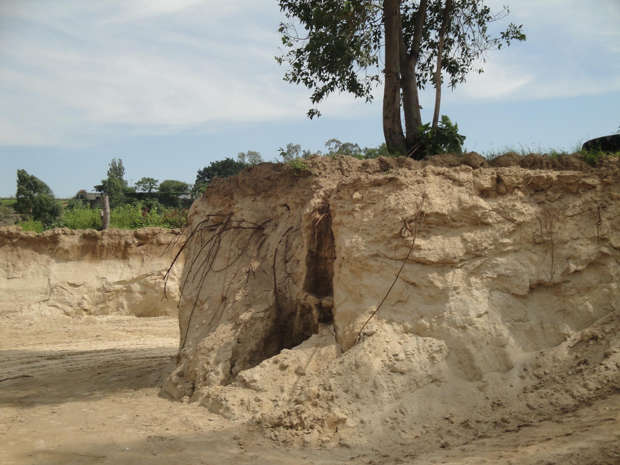 Detenidas dos personas por extraer material de banco geológico clausurado