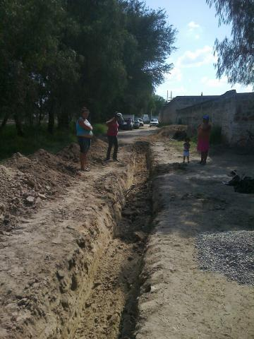 Continúa la construcción de drenaje sanitario y descargas domiciliarias en La Laguna y Torrecillas