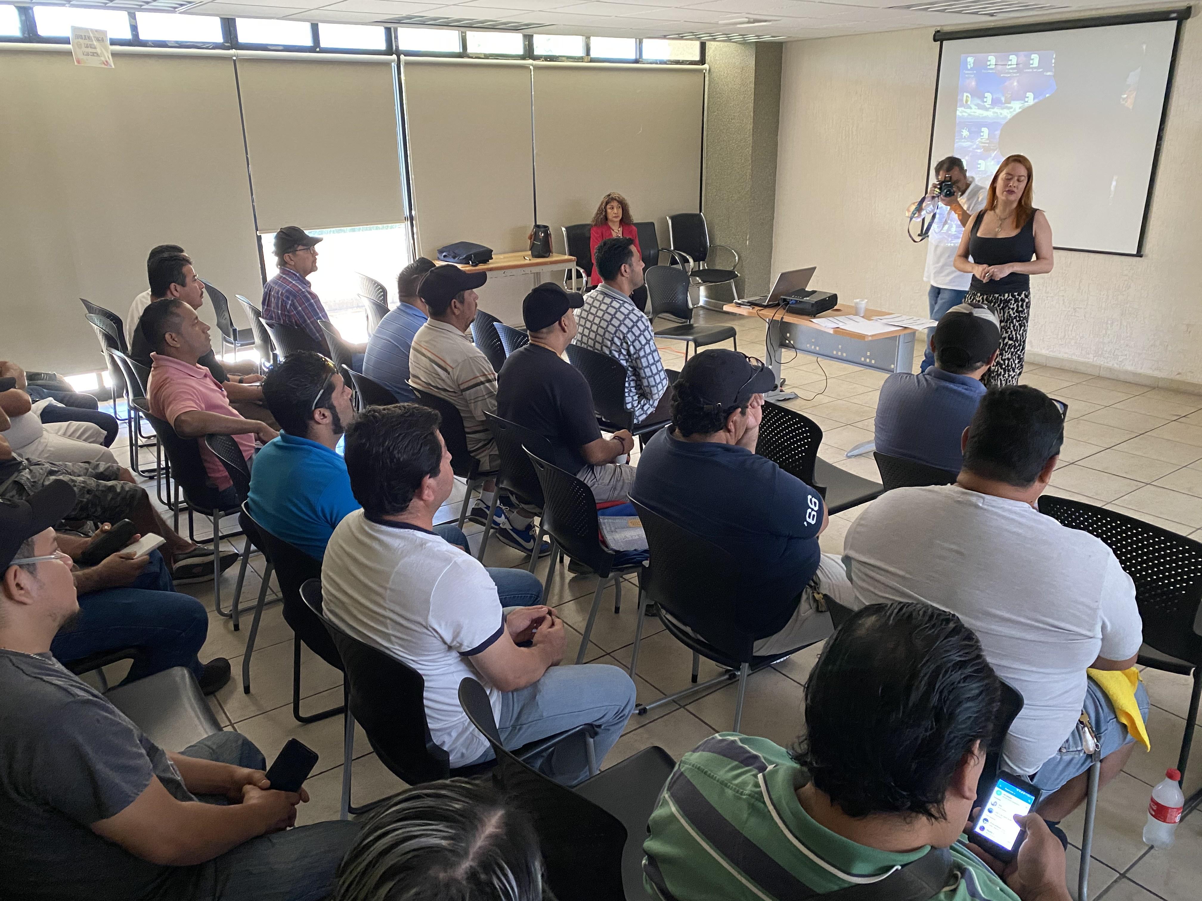Secturjal capacitará a conductores de transporte público en Puerto Vallarta