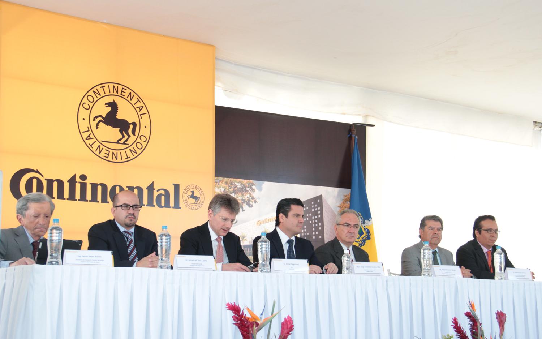 Coloca el Gobernador del Estado la primera piedra del nuevo centro de investigación de Continental
