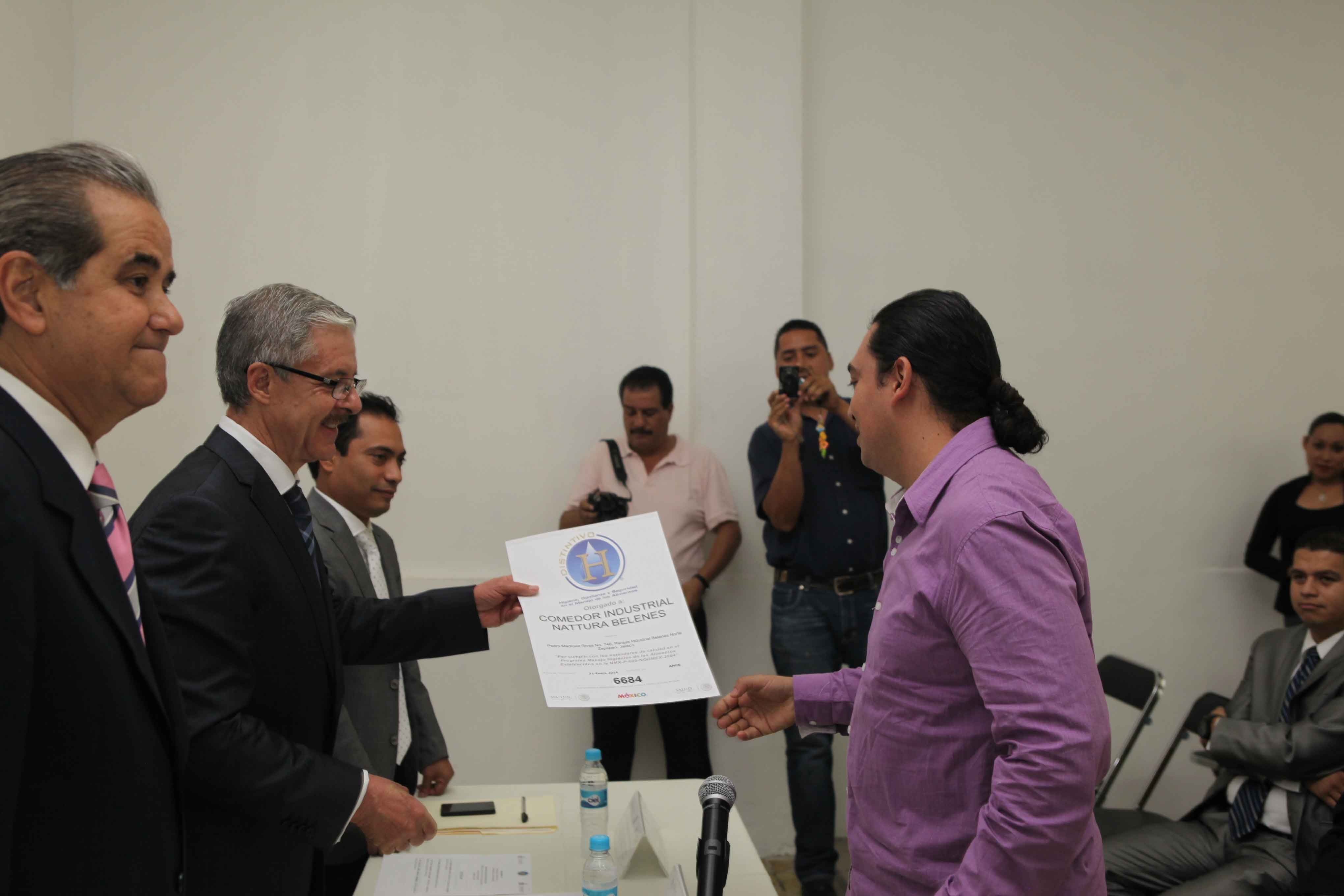 Las secretarías de Salud y Turismo reconocen a empresas por preparación higiénica de alimentos