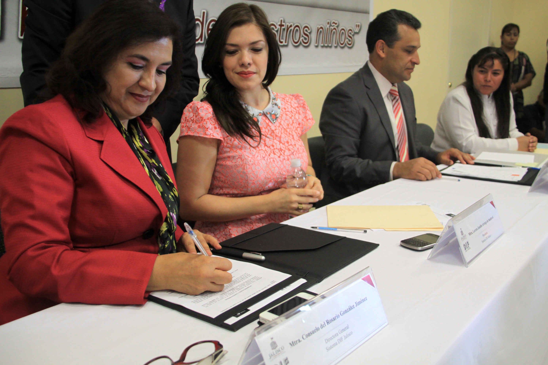 Firman DIF y CEDHJ convenio de profesionalización en Derechos Humanos