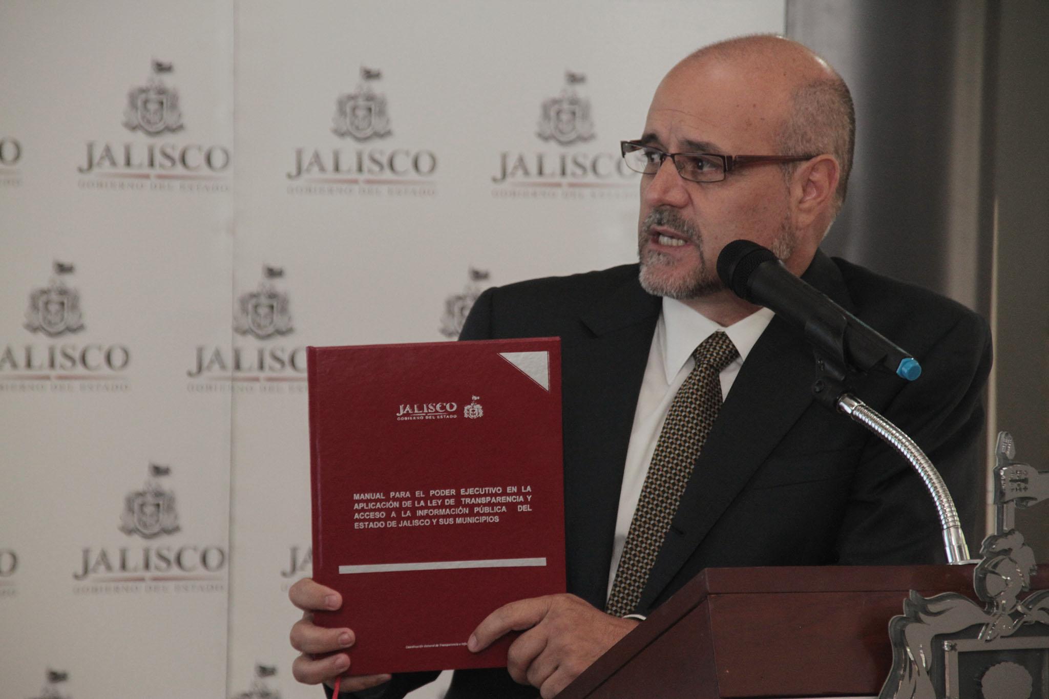 Presenta Ejecutivo Estatal manual para la aplicación de nueva Ley de Transparencia