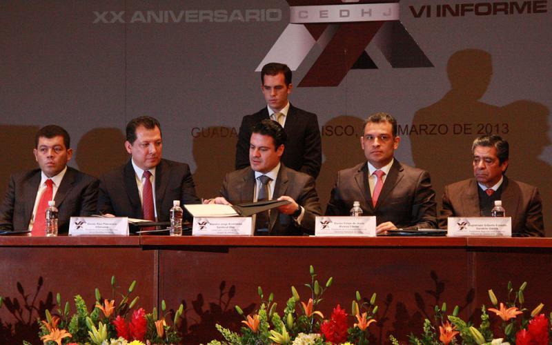 Firma Aristóteles Sandoval convenio en favor de los Derechos Humanos