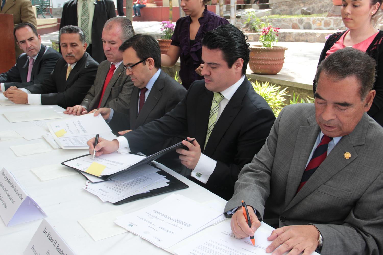 Gobernador del Estado se compromete a trabajar para evitar competencia desleal por venta de tequila adulterado