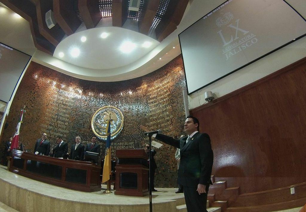 Rinde Aristóteles Sandoval protesta de ley como Gobernador de Jalisco