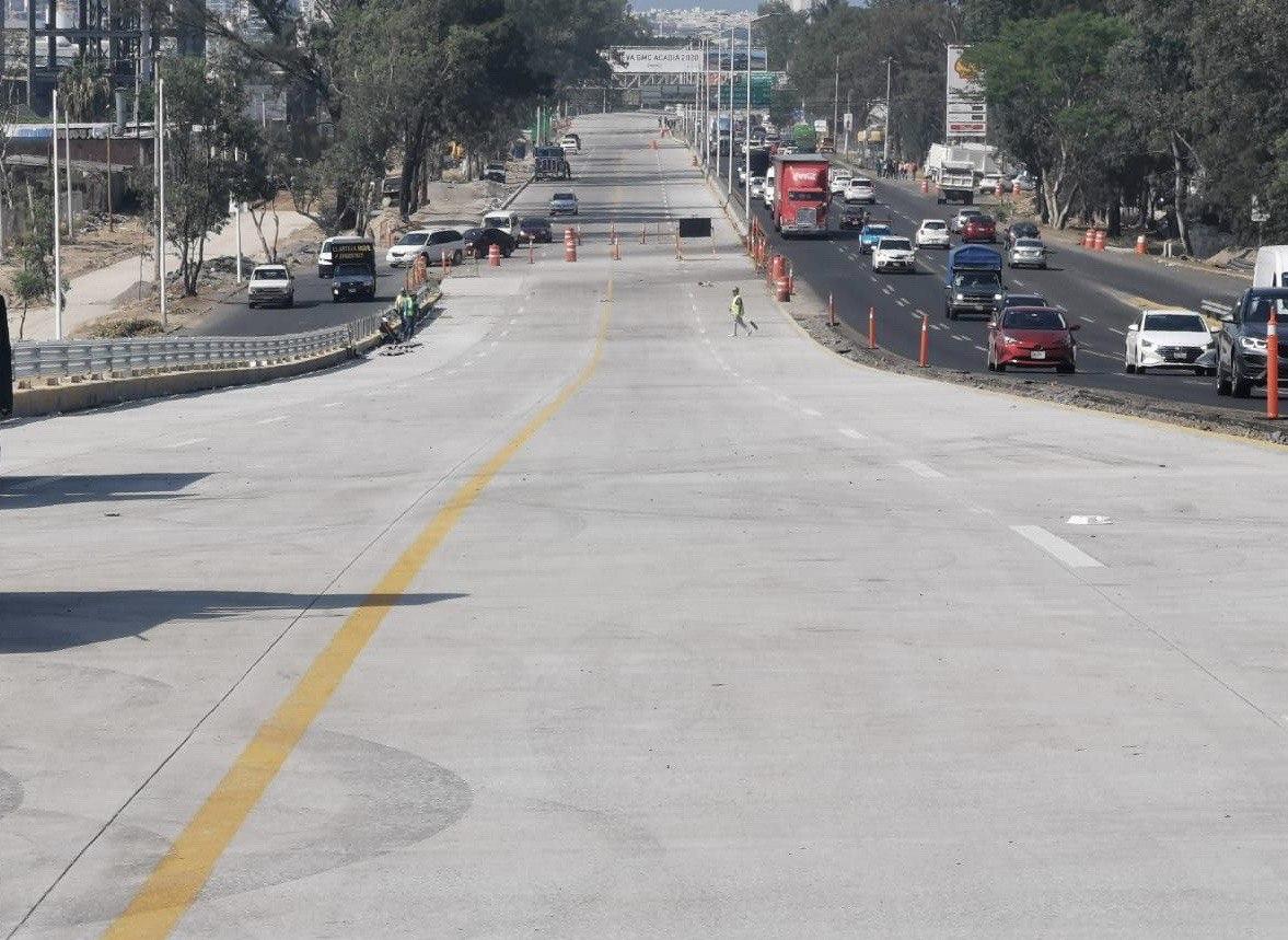 Listos los primeros tramos con concreto hidráulico de avenida Vallarta a 5 de Mayo, sobre Periférico