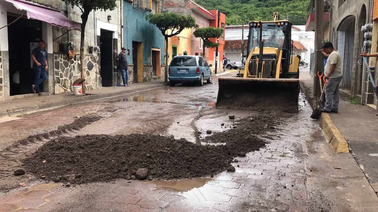 Autoridades de los tres niveles de gobierno trabajan de manera coordinada para brindar atención por lluvia registrada en Acatlán de Juárez