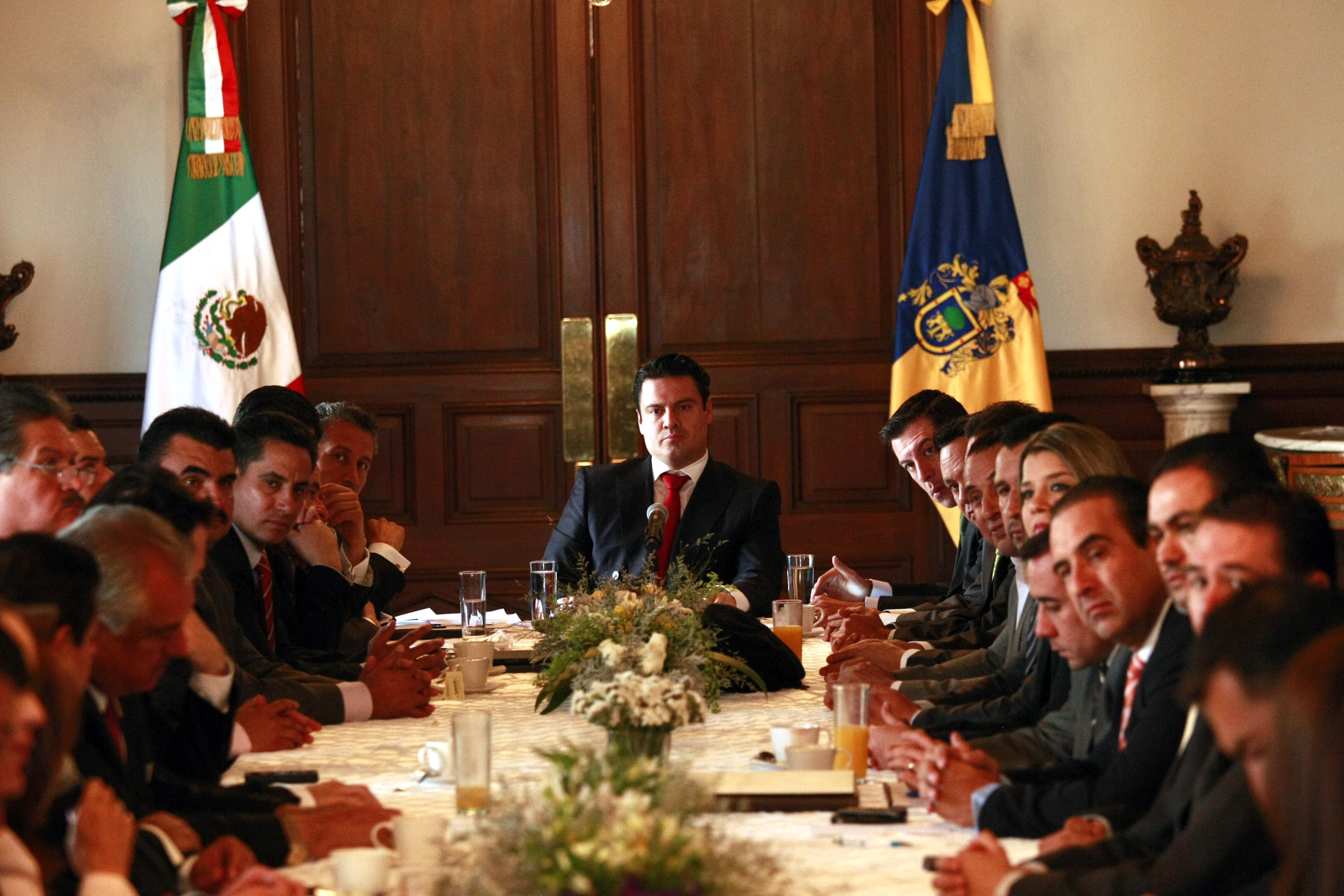 Acuerda Aristóteles con legisladores diálogo permanente