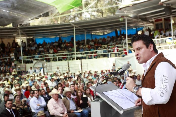 Entrega Aristóteles Sandoval apoyos por más de 5 mdp en Teocaltiche