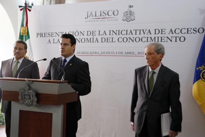 Presenta el Gobierno del Estado iniciativa de reforma para que jaliscienses accedan a la sociedad de la información