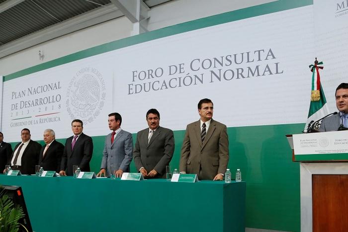 Inaugura Aristóteles Sandoval el Foro de Consulta Educación Normal