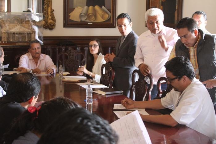 Imagen alusiva a la nota Acuerda Gobierno del Estado atender peticiones de profesores de la Asamblea Magisterial Democrática de Jalisco