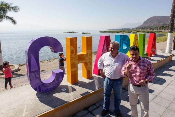 Imagen alusiva a la nota Anuncia Gobernador inversión para extracción de lirio del Lago de Chapala