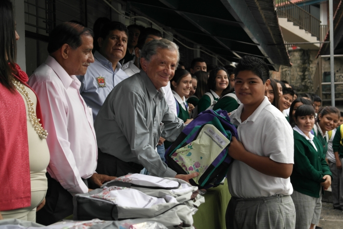 Imagen alusiva a la nota Entrega la SICYT Mochilas con los Útiles en Chapala