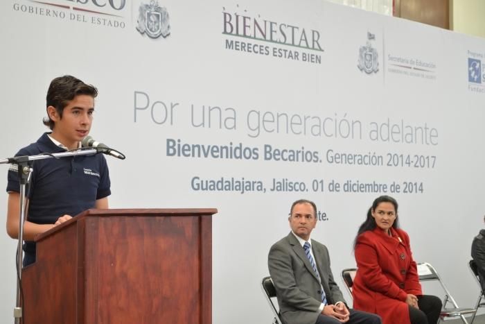 Imagen alusiva a la nota Mil 510 estudiantes, beneficiados con becas  por la SE y la Fundación BBVA Bancomer